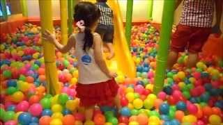 Bé chơi nhà bóng Ball Pit for Kids