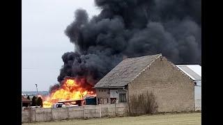 RS JOANKA: Pożar pianki tapicerskiej w magazynie