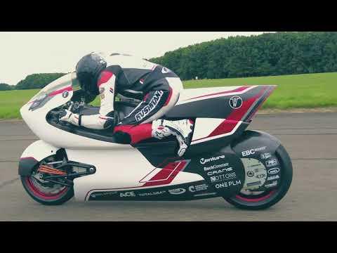 電動バイクだからできたボディに穴の空いたWMC250EVが走行テストする動画。最高時速は、400km/hを超える加速