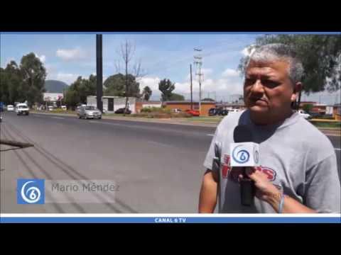 Cae poste de telecomunicaciones en la Federal México-Texcoco