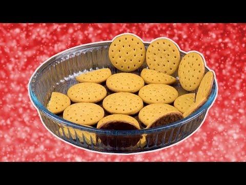 Fodera una teglia di biscotti e ricopri con panna.