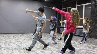 Смотреть онлайн Урок танца хип-хоп для детей 10—12 лет