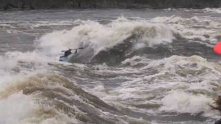 Gladiator - Top Whitewater kayakers take on the challenge at Whitewater Grand Prix