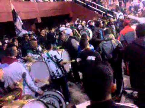 """""""Entrada de la barra de caseros al ESTADIO DE LANUS !"""" Barra: La Barra de Caseros • Club: Club Atlético Estudiantes • País: Argentina"""