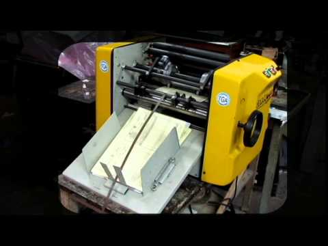 Máquina numeradora y puntilladora