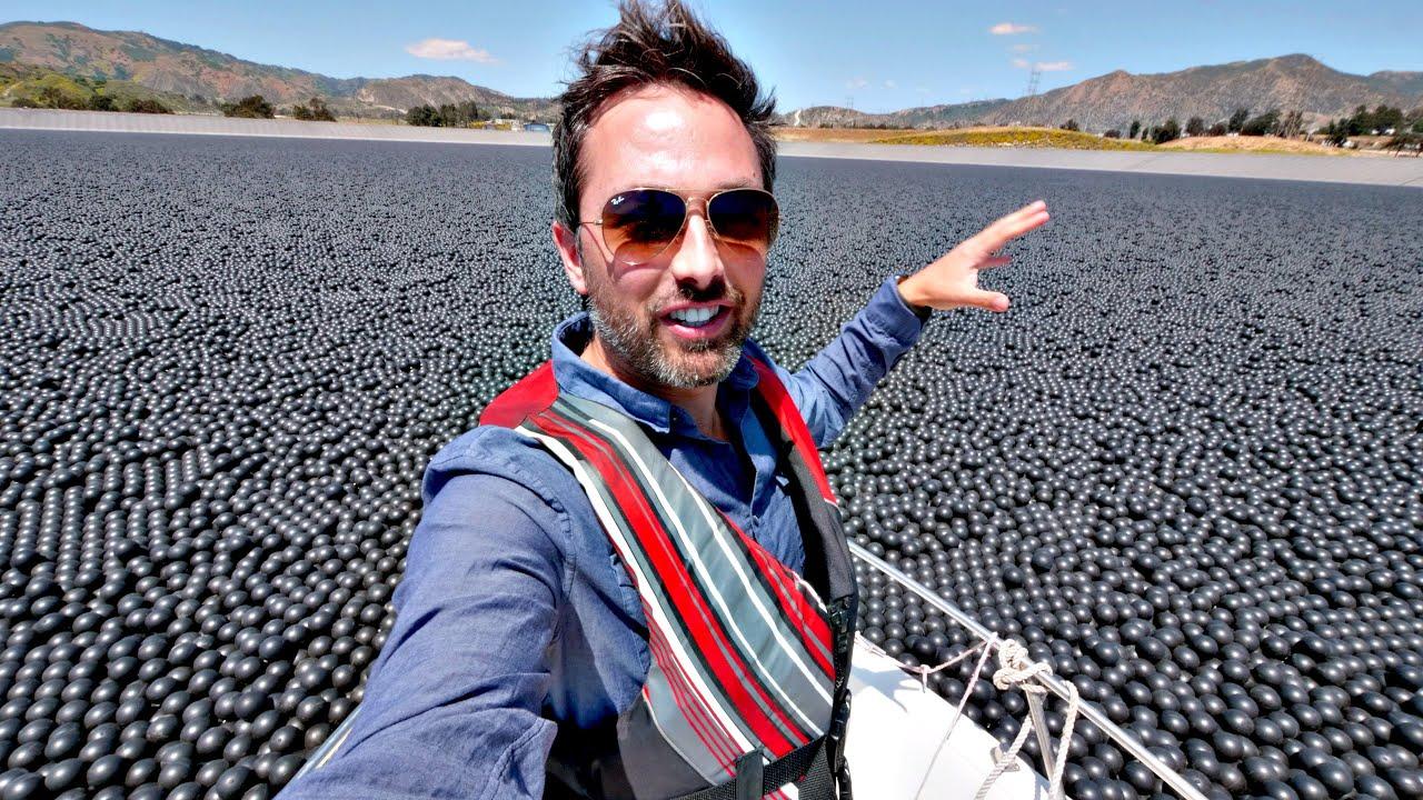 #видео | Зачем в водохранилище Лос-Анджелеса высыпали 96 миллионов черных шаров?