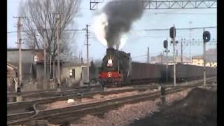 preview picture of video 'Chinese steam - JS 8057 and 8031 (departure) around Shenxi yard, Pingdingshan 2005'
