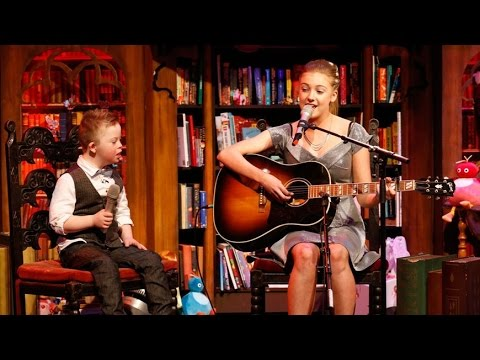 Veure vídeo Noah and Leah sing Titanium at the Late Late Toy Show