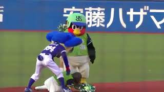 【野球】ドアラとつば九郎がチアガールを捕まえてボコボコに殴るのにワロタwww