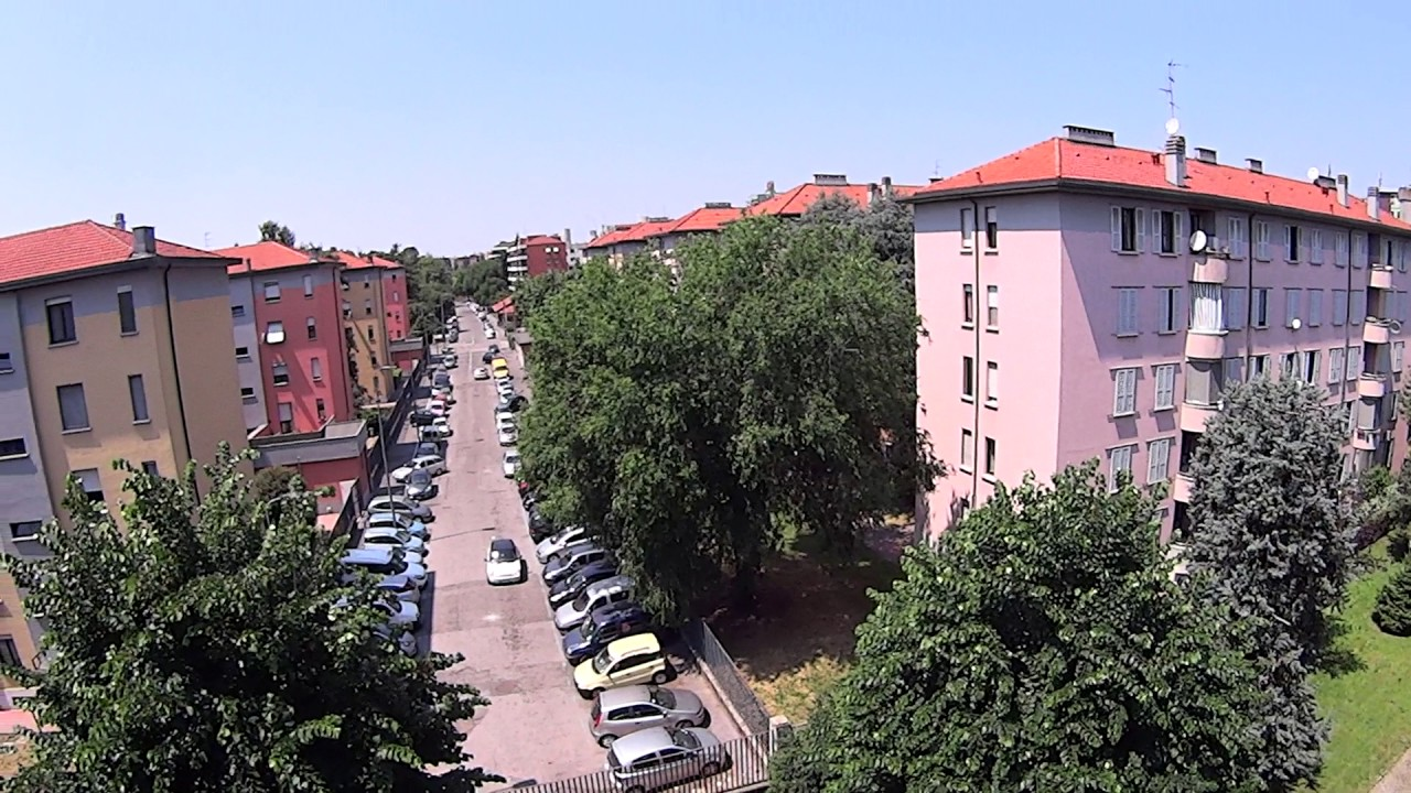 Room for rent in a bright 3-bedroom apartment in Abbiategrasso