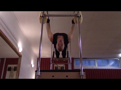 Wegen der Beschäftigungen von der Fitness tut der Rücken weh