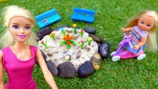 Видео для девочек - Барби делает клумбу - Игры в куклы