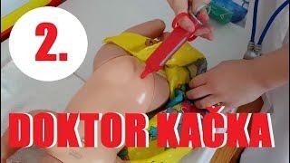 Doktor Kačka léčí své panenky 2 🚑   Testování hraček   Máma v Německu