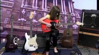 LORENA BRACO - 10 anos - SHES A WOMAN - The Beatles (Lennon-MacCartney)