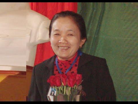 Chia tay cô giáo Trương Thị Thuận -  Nguyên Hiệu trưởng nhà trường về nghỉ hưu