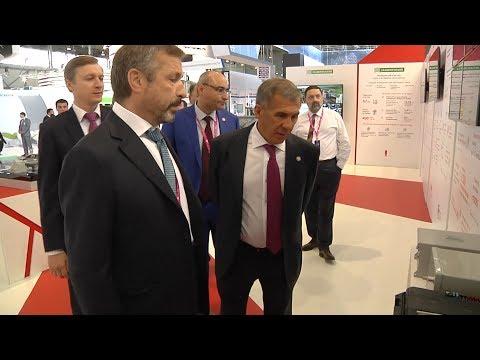 Минниханов на выставке «Иннопром» ознакомился с разработками компаний «Ренова», «Швабе», Toyota и Mitsubishi