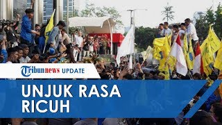Unjuk Rasa di Depan Gedung KPK Berlangsung Ricuh, Massa Bakar Ban hingga Lempar Telur