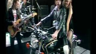 Queen - - Crazy little thing called love (Brian & Roger talks) - Greatest video hits 1