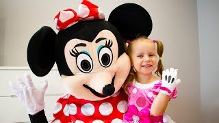Gaby Pretend Play with Minnie Mouse Toys