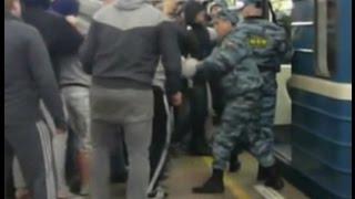 Драка полиции и фанатов перед матчем Россия - Молдавия