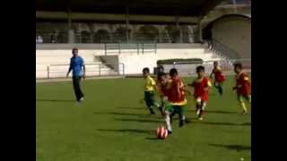 preview picture of video 'CRISTIANO RONALDO SKILL vs MUHD AMMAR MUIZ SKILL'