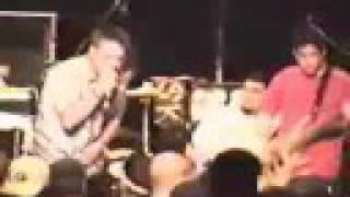 Papa Roach performing - My Bad Side - 1998 (@paparoach)