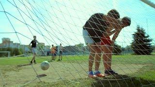 Как в старые добрые времена. Уличный футбол.