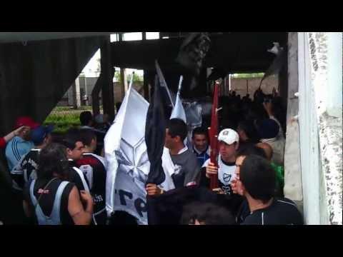 """Entrada de La Peste Blanca al Gasómetro"" Barra: La Peste Blanca • Club: All Boys"