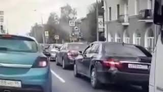 ДТП в Екатеринбурге инспектор ГИБДД врезался в автомобиль