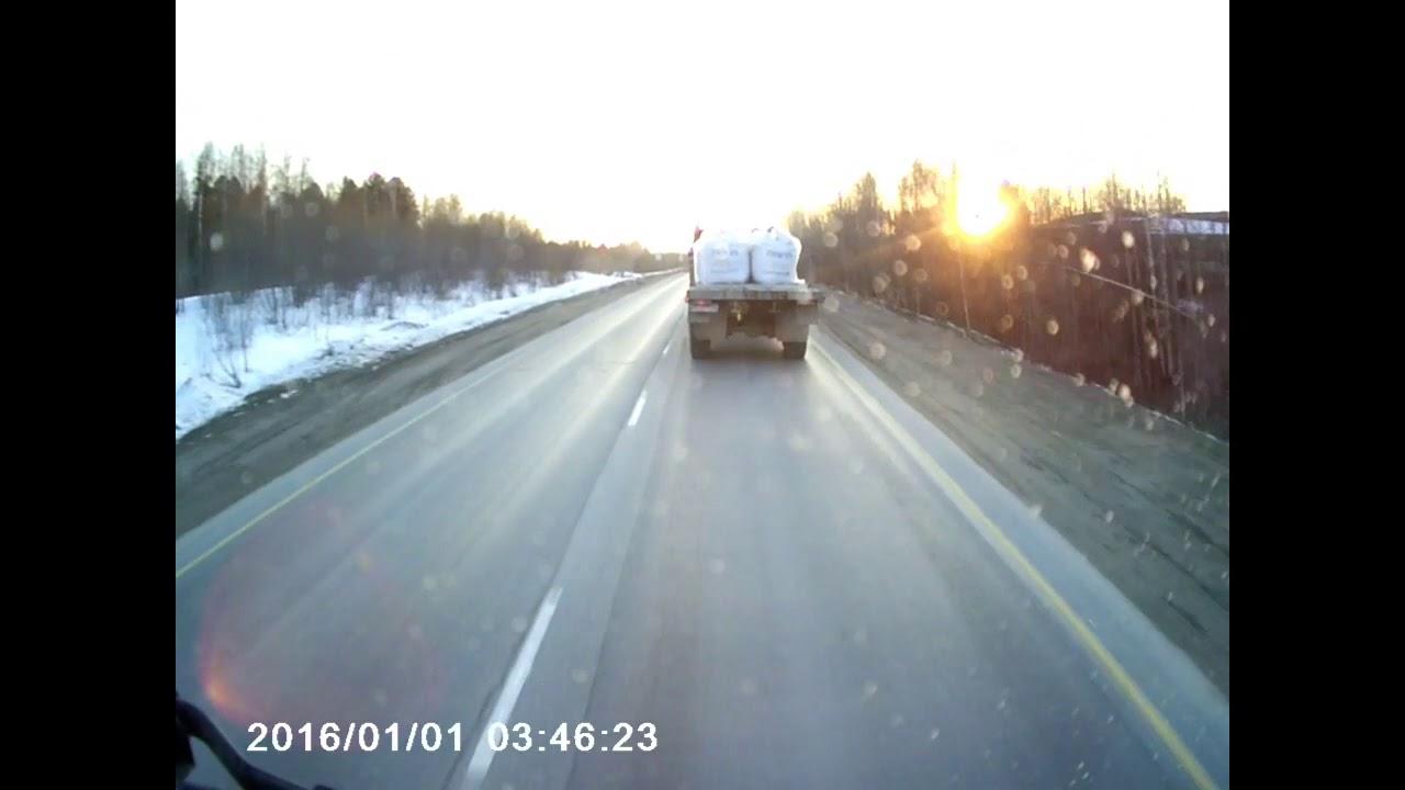 Отлетело колесо у грузовика