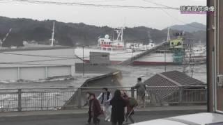 気仙沼湾に押し寄せる大津波が湾内を回流する様子