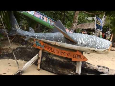 Video NET12-Berenang Bersama Hiu Paus di Kwatisore Papua