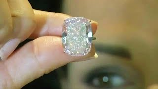 This Woman Bought A $13 Diamond Ring At A Flea Market That Sold For Over $800K At Auction