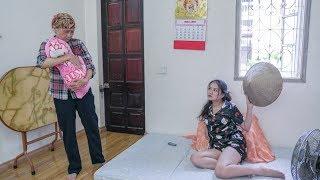 Bà Lão Ve Chai Thương Tình Nhận Nuôi Đứa Trẻ Bị Bỏ Rơi, 15 Năm Sau Trời Không Phụ Lòng Người Tốt