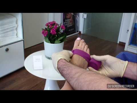 Wie den Schmerz des Zapfens auf dem Bein des Daumens zu erleichtern