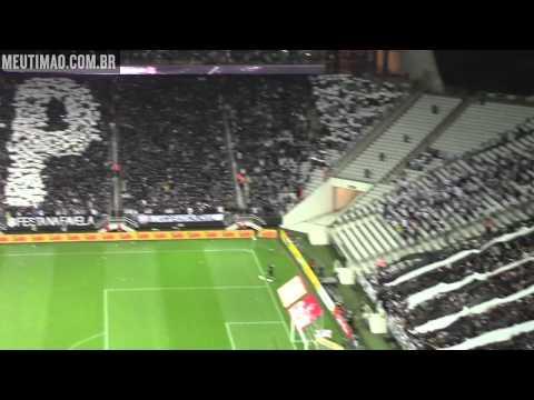 Torcida faz lindo mosaico na Arena Corinthians antes do clássico