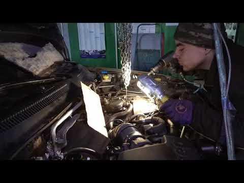 Фото к видео: Снятие дизельных форсунок Jeep Grand Cherokee, мотор Mercedes 2.7