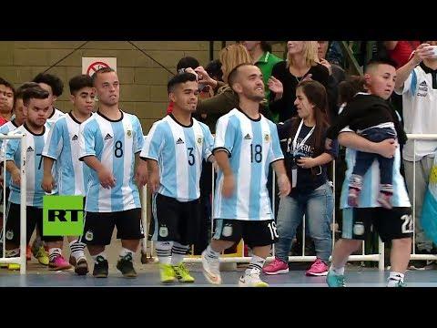 ¡La copa mas pequeña del mundo! Enanos compiten por la gloria del futbol