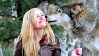 Стая волков спасли беременную девушку и помогли ей родить УДИВИТЕЛЬНО!