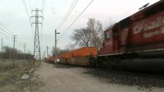 preview picture of video 'Easter Monday Train-watching in Windsor, ON. With Lots of EMD Power!'