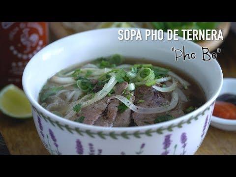 Sopa Pho de ternera - Sopa de noodles vietnamita (Pho Bo)