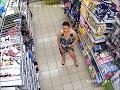 Kadın Hırsız Şampuanı iç çamaşırına soktu لص أنثى Weiblicher Dieb