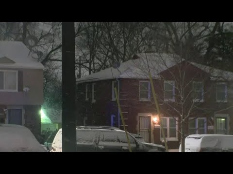 Barricaded man threatens to blow up home in Detroit