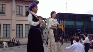 preview picture of video 'Ballada de Gegants a Sant Fost de Campsentelles 22/04/2012 Sant Jordi'