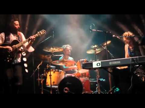 Lives La Theorie Des Cordes !!! D'Hêtre à Être online metal music video by LA THÉORIE DES CORDES