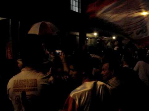 """""""Banderazo previa SL II www.locosporelglobo.com.ar"""" Barra: La Banda de la Quema • Club: Huracán"""
