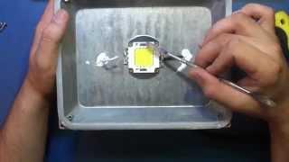 Ремонт светодиодного (LED) прожектора.