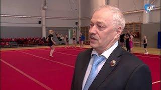Поздравления с юбилеем принимает заслуженный тренер России Михаил Федоров