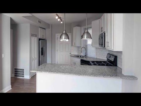 A renovated Uptown 3-bedroom at the corner of Clark and Montrose