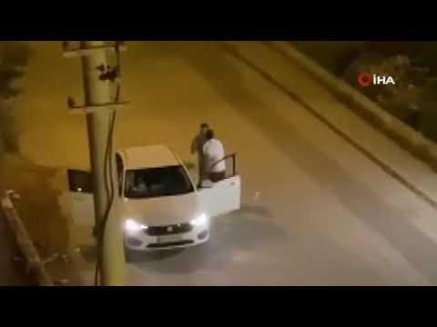 Otomobildeki kadına tekme